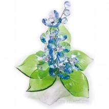Хрустальный цветок на мраморе