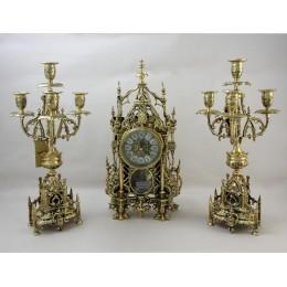 Часы каминные металлические с канделябрами Кафедральные