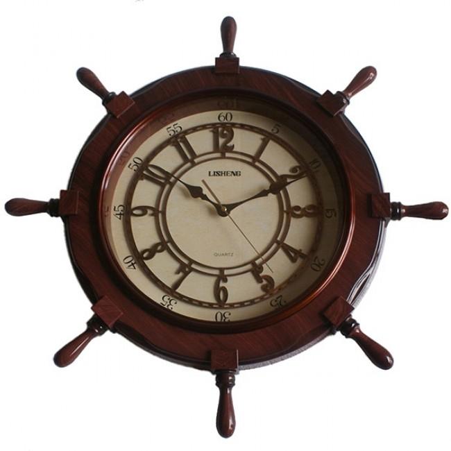 Часы в виде руля корабля