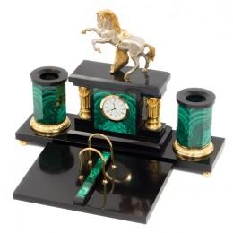 """Элитный настольный набор из малахита с часами """"Конь на дыбах"""" (златоустовская гравюра)"""