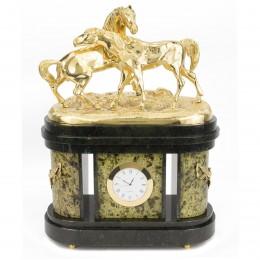 """Интерьерные часы """"Кони на воле"""" змеевик 220х110х360мм"""