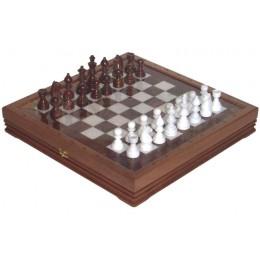 Шахматы каменные из белого мрамора и красного оникса