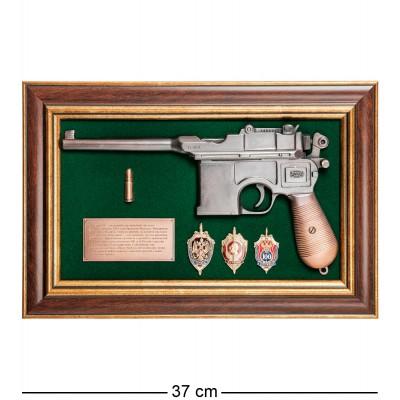 """ПК-216 Панно с пистолетом """"Маузер со знаками ФСБ"""" в под. уп. 25х37"""